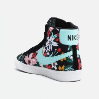 Blazer Mid Textile Print, Nike R949.00 Add a burst of bold floral to your sneaker collection with Nike's latest look on the high-top Blazer style. With contrasting laces, white soles and a pastel Swoosh, this colourway keeps things interesting – letting contrasting elements work together to create a sneaker that's both daring and wearable.