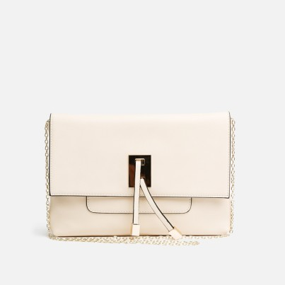 Danielle R299.00 form Royal T The Danielle is a flat but chic hand bag that can be worn over the shoulder or across the body.